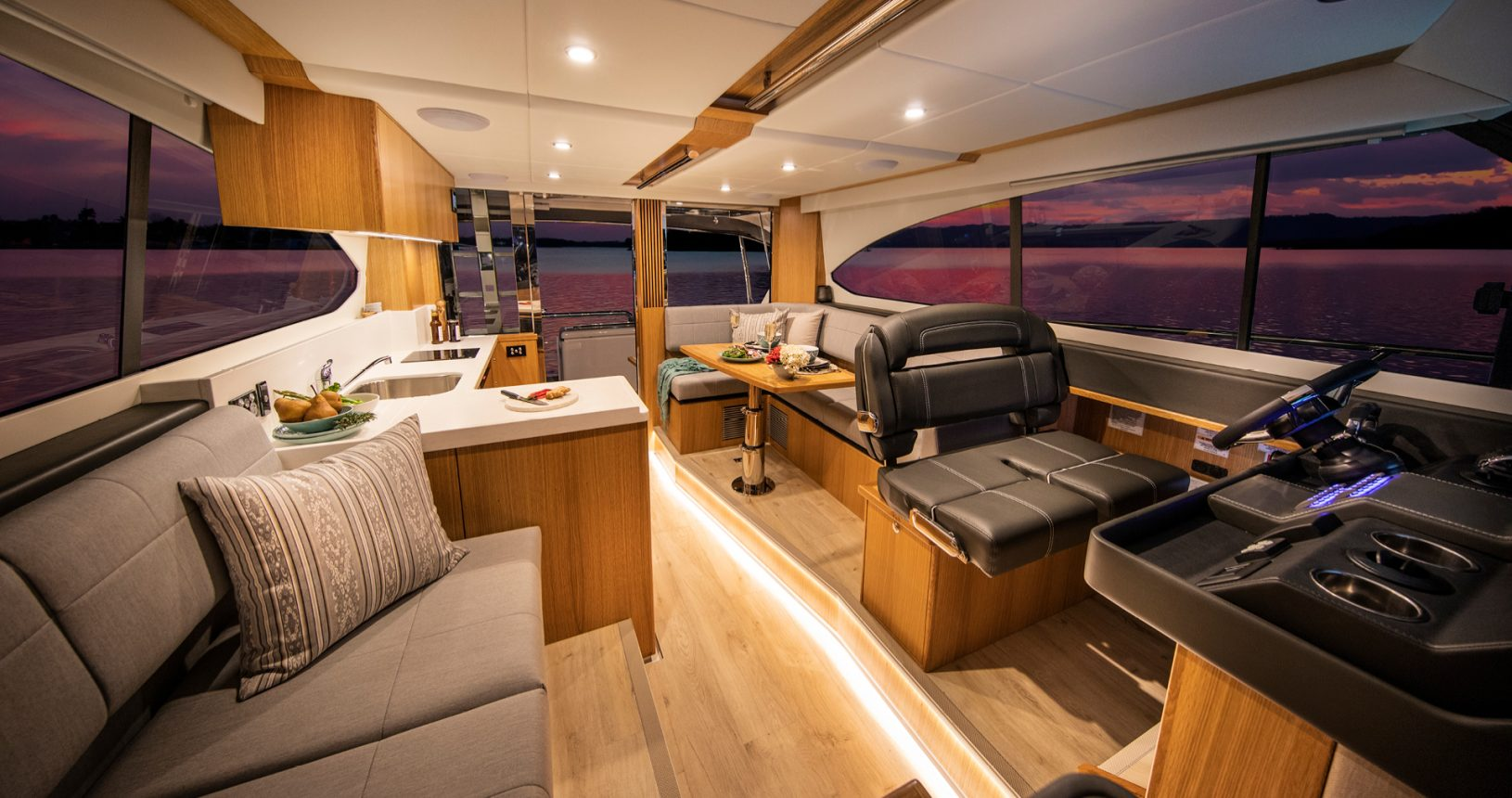 Riviera 39 Sports Motor Yacht - Salon