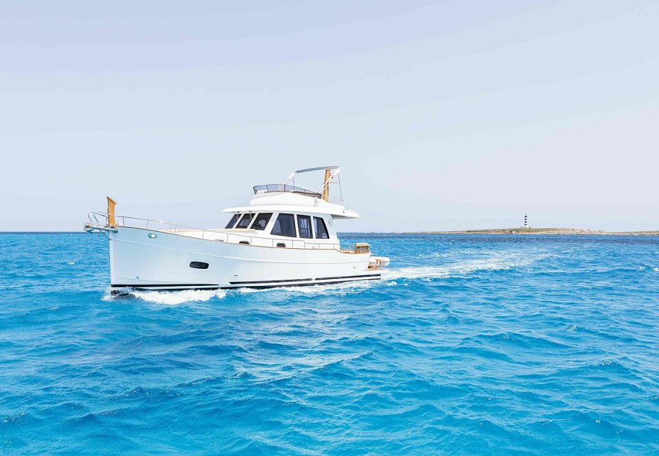 Minorca 42 Flybridge sold by SYS Yacht Sales