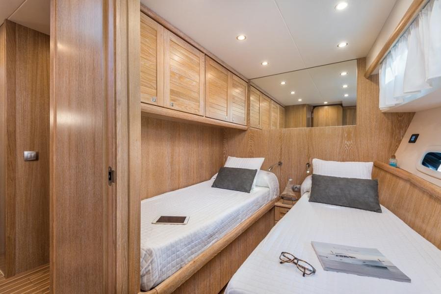 Minorca Islander 68 - Guest stateroom