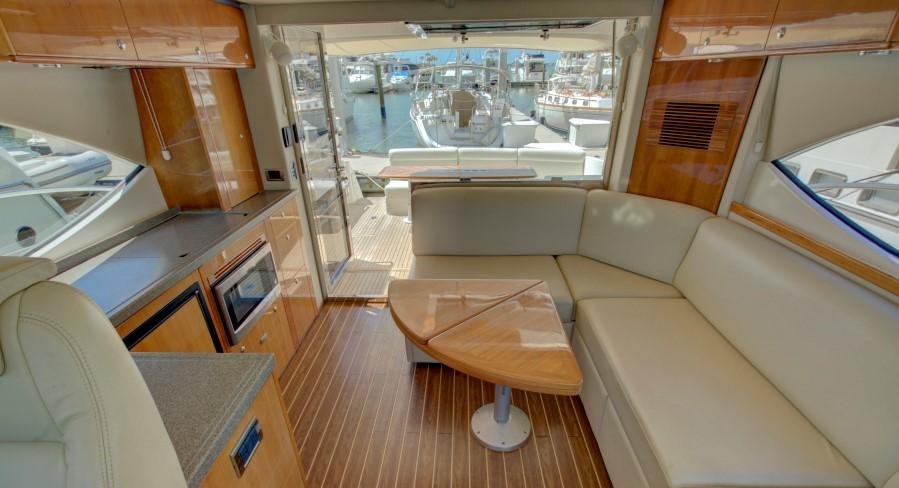 2009 Riviera 4700 Sport Yacht - Salon