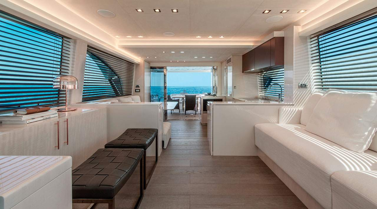 Monte Carlo Yachts MCY 66 salon