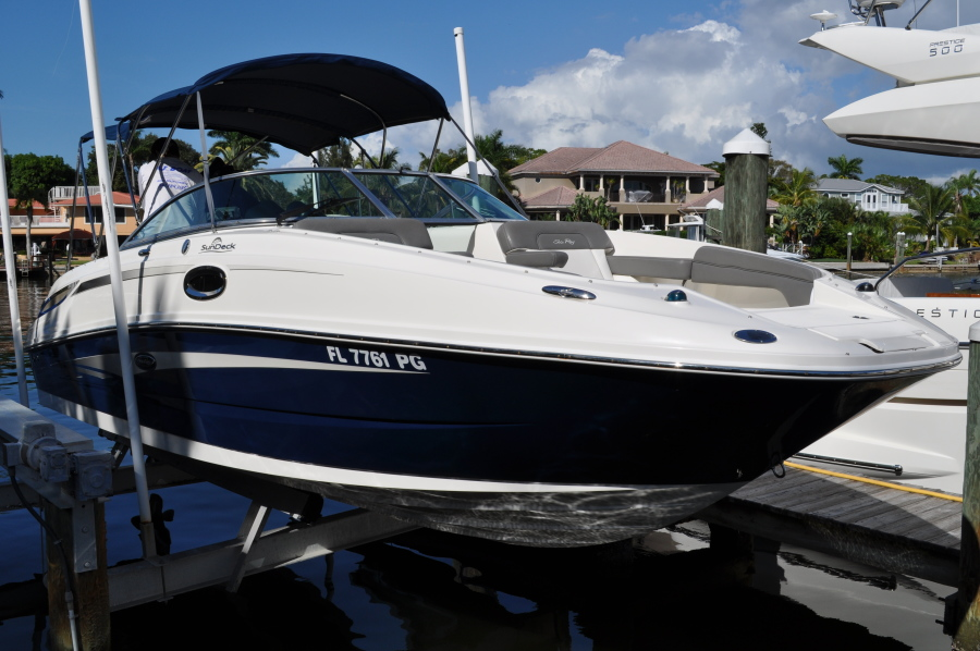13 - 2011 26' Sea Ray Sundeck for sale