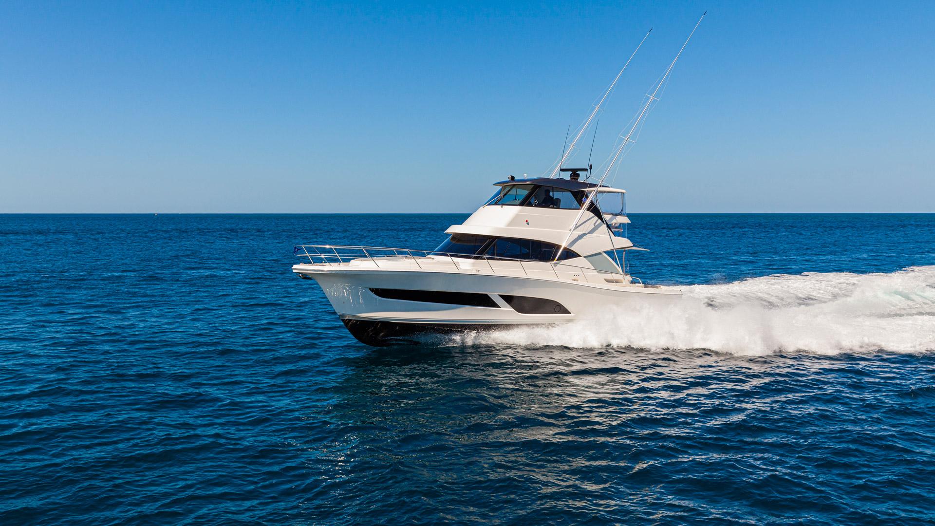 Riviera-50-Sports-Motor-Yacht-Running-02