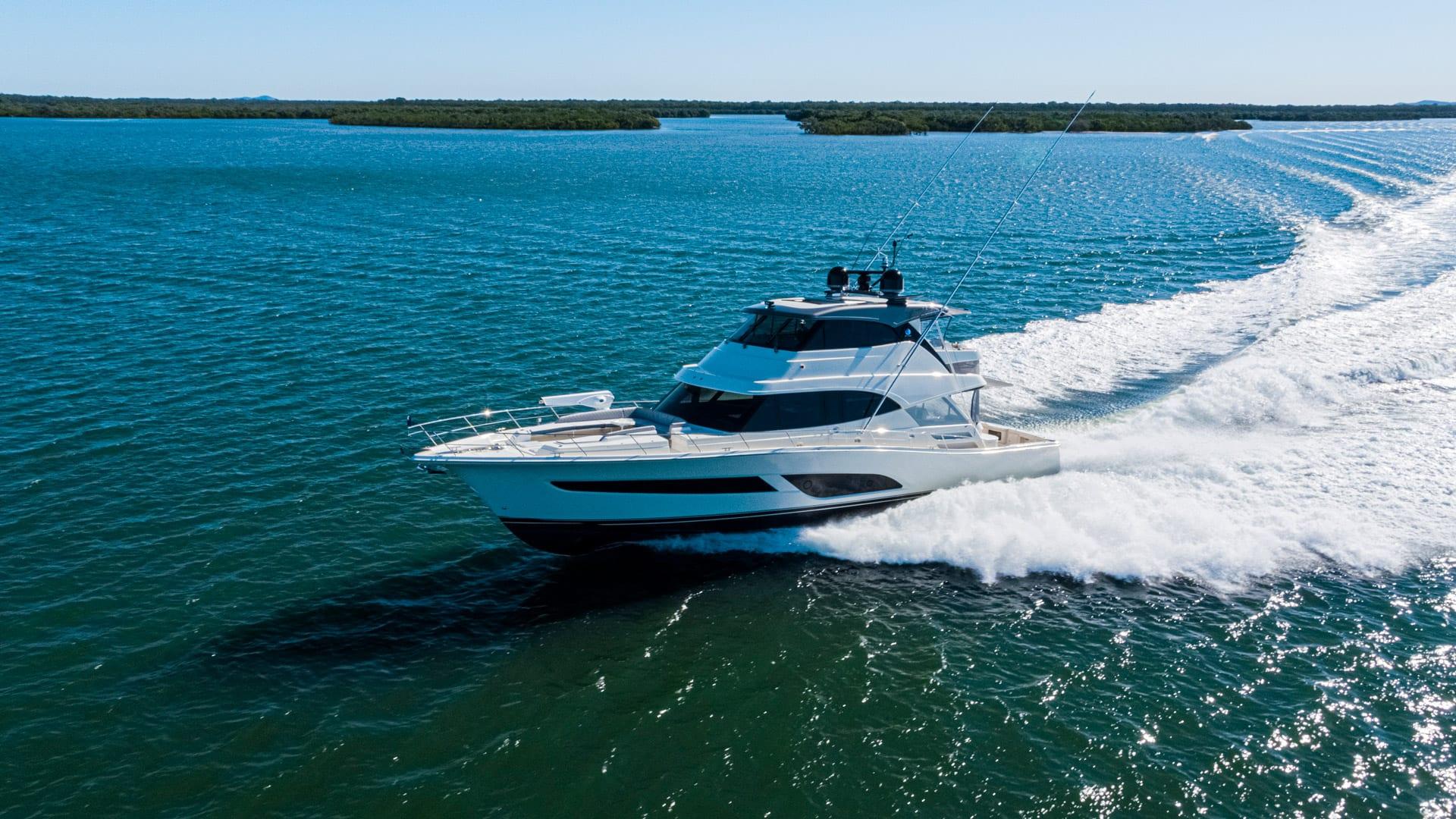 Riviera-64-Sports-Motor-Yacht-Running-011