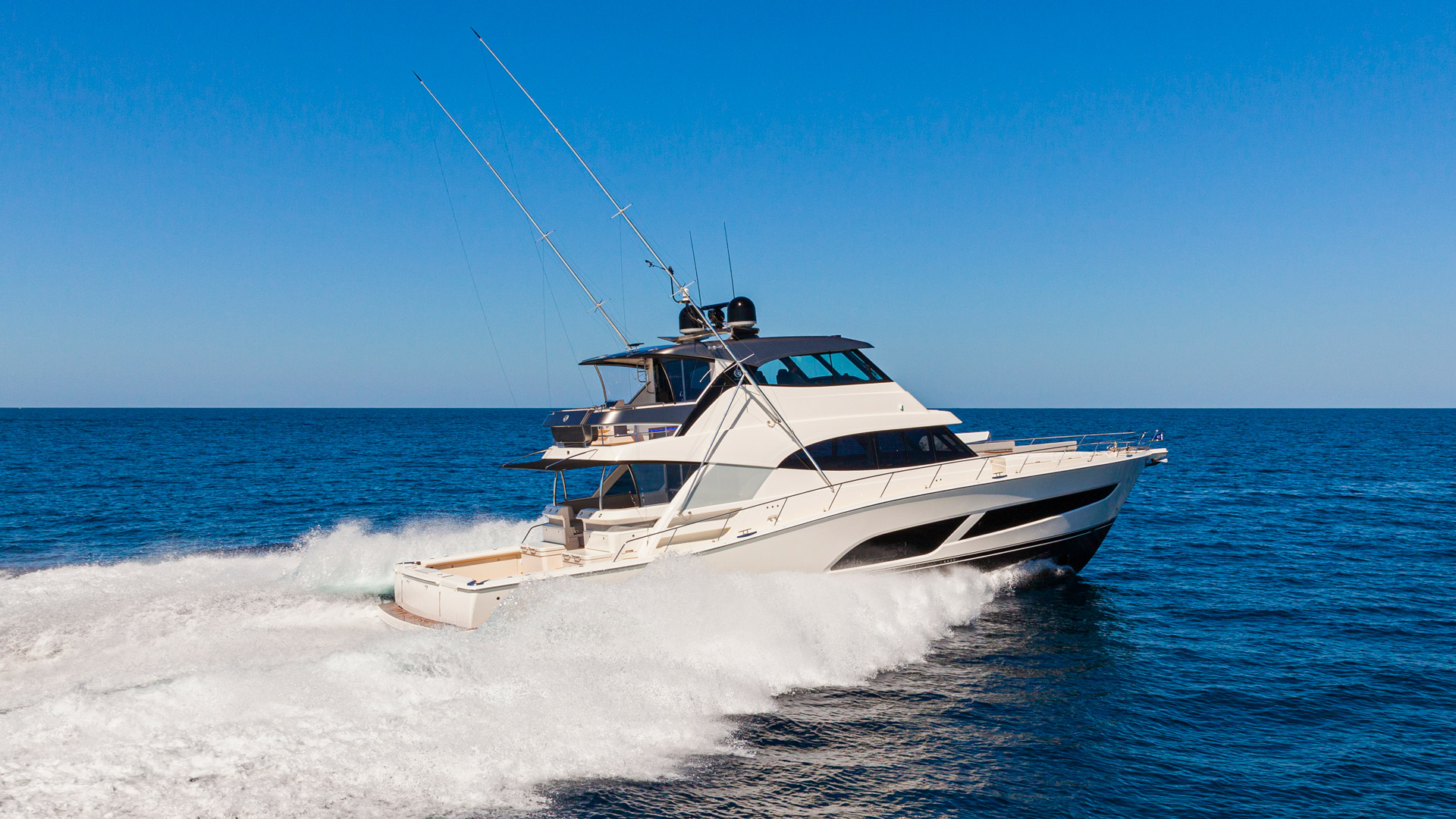 Riviera-72-Sports-Motor-Yacht-Edition-II-Running-002